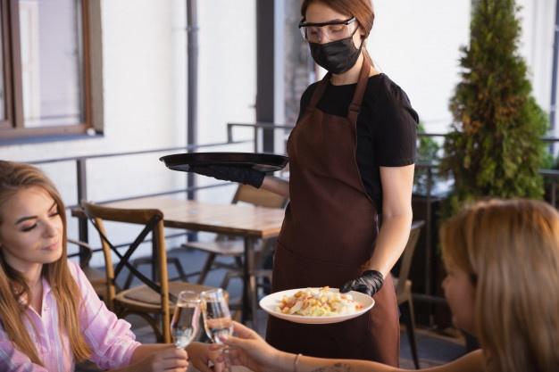 La importancia del personal de servicio en el negocio gastronómico